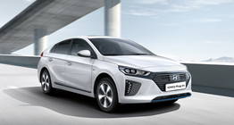 ioniq-plug-in-hybrid-gallery-side-front-white-driving-hightway-pc