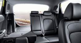 kona-os-convenience-front-view-interior-split-folding-rear-seats-pc