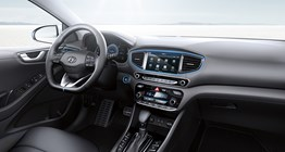 ioniq-plug-in-hybrid-gallery-parnoramic-front-interior-passenger-viewpoint-pc