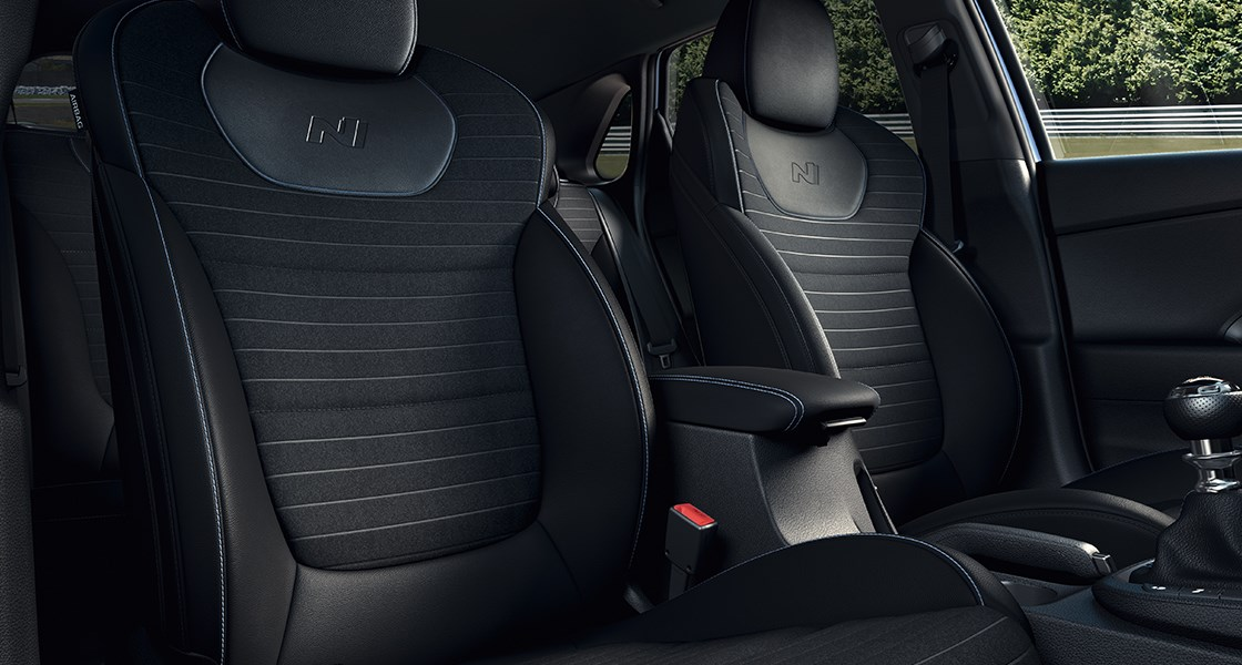 i30n-pdn-gallery-front-seats-black-suede-leather-pc