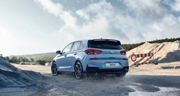 i30n-pdn-gallery-left-side-rear-view-blue-driving-off-road-pc