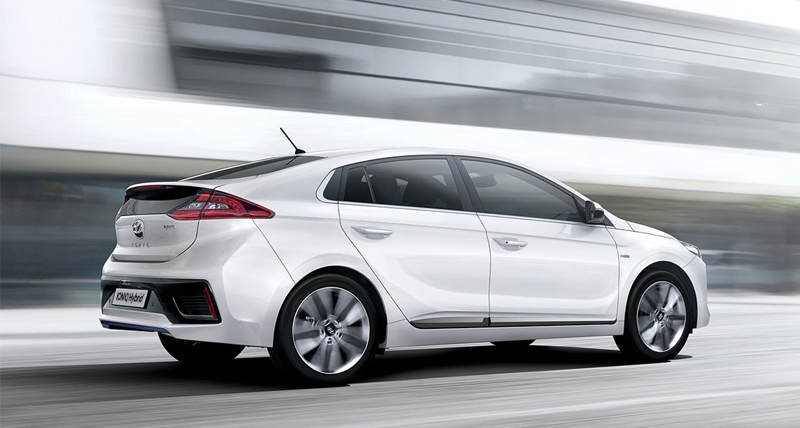 ioniq-hybrid-gallery-side-white-ioniq-hybrid-driving-fast-road-original-1